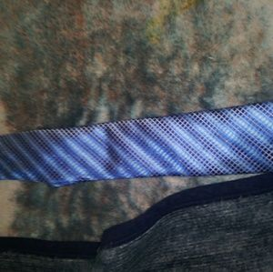 Great tie. It's a great color. Average length.